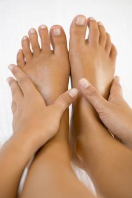 de ce mi se umflă picioarele în fiecare seară edem picioare umflate